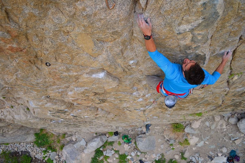 Matt Callender nearing the end of Atomic Gecko on his onsight attempt. Photo: Aaron Cassebeer